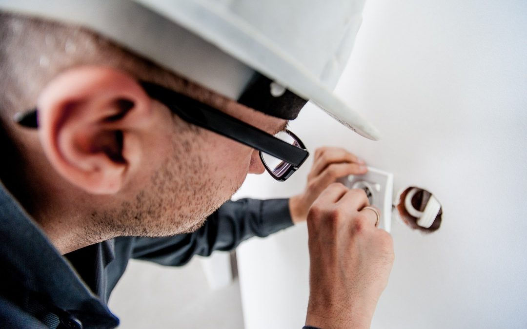 The Benefits of Choosing Local Electricians